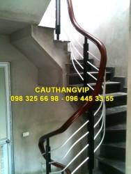 Cầu thang sắt đơn giản VIP S04