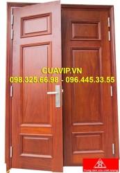 Cửa 2 cánh gỗ tự nhiên đẹp VIP C409