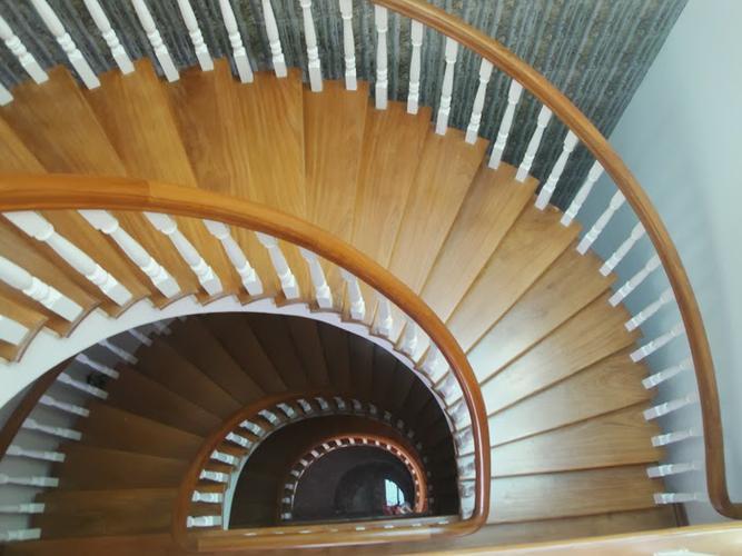 Bảo quản và sử dụng cầu thang gỗ đúng cách