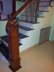 Tru cầu thang vuông gỗ TRU GV01